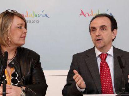 El consejero de Turismo, Rafael Rodríguez, junto a Sabine Wittmann, de la mayorista alemana FTI.