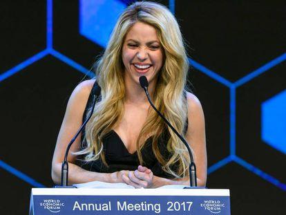 Shakira durante el discurso tras recibir su galardón en el Foro de Davos (Suiza).