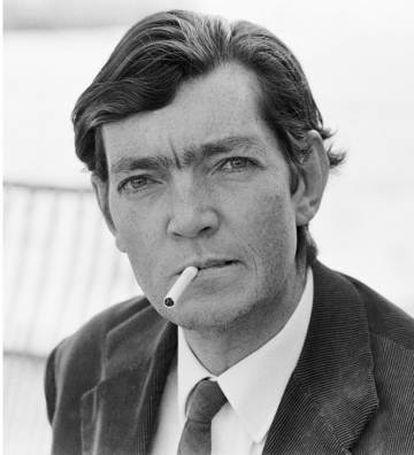 Julio Cortázar, fotografiado por Sara Facio en 1967 en la sede de la Unesco en París.
