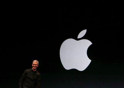 Tim Cook presenta los nuevos aparatos de Apple.