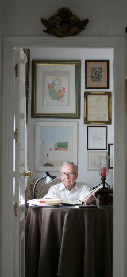 Pablo García Baena en su casa de Córdoba.