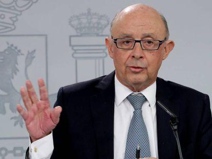 El ministro de Hacienda Cristóbal Montoro, durante la rueda de prensa posterior al Consejo de Ministros del 27 de marzo.