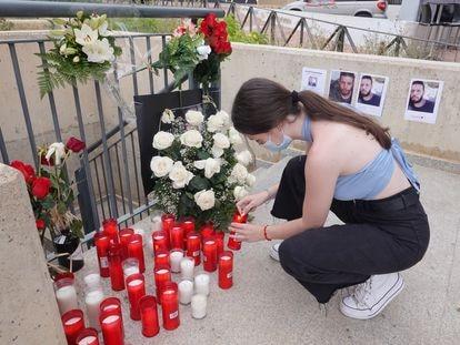 Velas y fotos en apoyo a Younes Bilal, asesinado en Mazarrón la pasada semana.