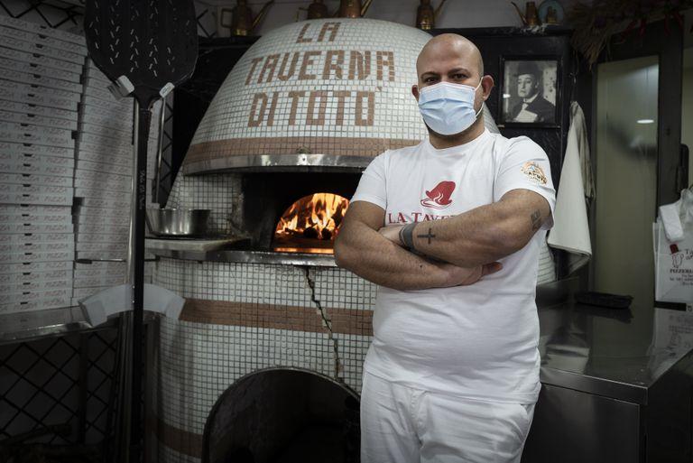 Francesco Rej ha cerrado al público su pizzería en el centro de Nápoles.