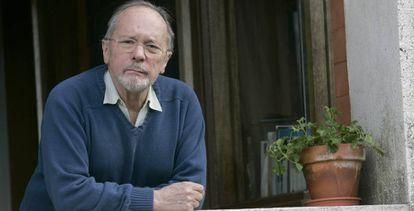José Ramón Recalde, en su casa de San Sebastián, en 2008.