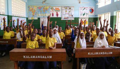 Estudiantes de primaria en la escuela Zanaki de Dar es Salaam, Tanzania.