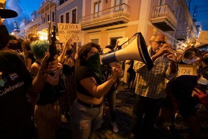 Una protesta frente a la residencia del Gobernador para exigir justicia por el feminicidio de Keishla Rodríguez y Andrea Ruiz Costas en San Juan, Puerto Rico.