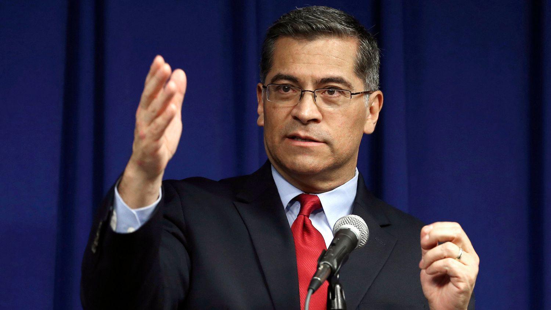 El fiscal de California, Xavier Becerra, nominado a secretario de salud.