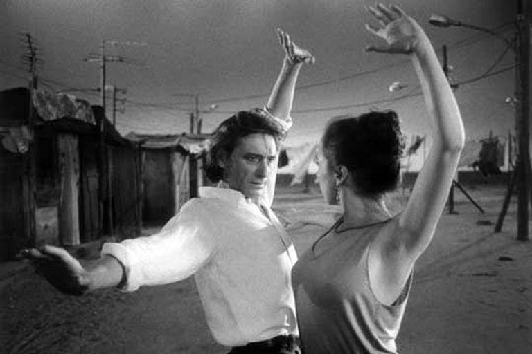 Con Cristina Hoyos en un fotograma de la película  <i>Amor brujo</i>, <b>dirigida por Carlos Saura.</b>