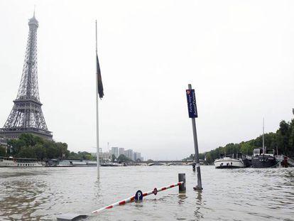 El Sena, a su paso por la zona cercana a la Torre Eiffel.