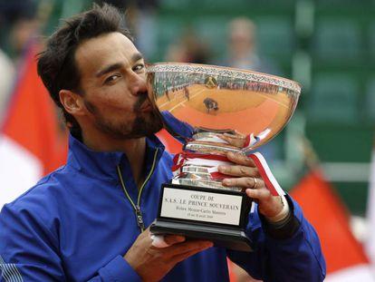 Fognini posa con el título de campeón en Montecarlo.