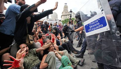 Los manifestantes en plaza Catalunya en mayo de 2011.