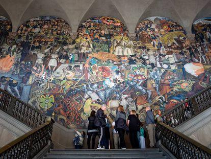 Mural de Diego Rivera sobre la llegada de los españoles a México, en el Palacio Nacional de Ciudad de México.