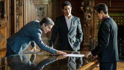 Osorio (Joaquín Furriel), Clamens (Chino Darín) y Emilio (Diego Peretti) en una escena de 'El reino'.