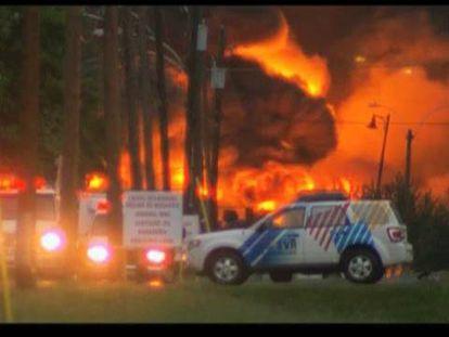 Un tren cargado de crudo descarrila y explota en un pueblo de Canadá