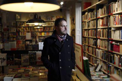 El escritor Kirmen Uribe, en la libreria La Central.