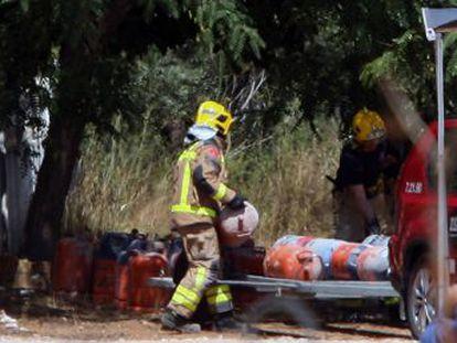 Los Mossos y los servicios de emergencia detonarán de forma controlada un explosivo que sigue en el chalet