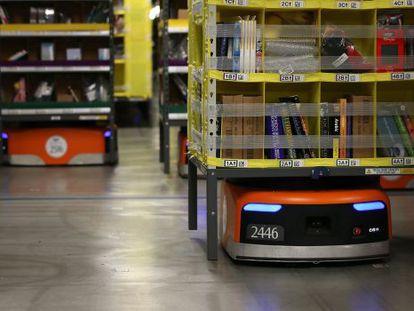 Más de 1.500 robots Kiva han revolucionado los envíos desde 10 almacenes de la compañía.