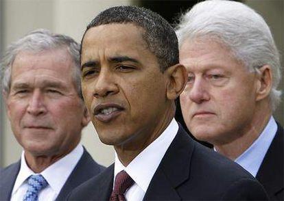 El presidente Obama, junto Bush y Clinton, sus predecesores, presenta desde la Casa Blanca un fondo de ayuda: www.clintonbushhaitifund.org