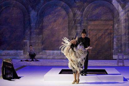 Un momento de un ensayo de 'Grito Pelao', con Rocío Molina (bailando) y Sílvia Pérez Cruz.