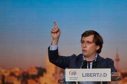 El alcalde de Madrid, José Luis Martínez-Almeida, en un mitin en el acto de cierre de campaña del PP.
