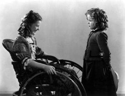Marcia Mae Jones, como Clara, y Shirley Temple, como Heidi, en la versión de 1937.