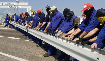 Trabajadores protestan en Cádiz. Andalucía es la comunidad con más desempleo.