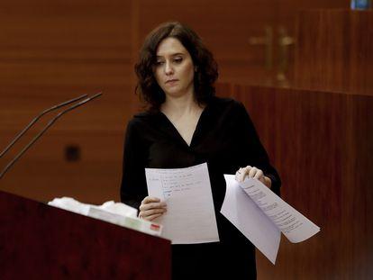 La presidenta regional, Isabel Díaz Ayuso, durante su intervención en el pleno monográfico sobre la gestión de la crisis del coronavirus en la Asamblea de Madrid.