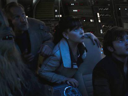 Desde la izquierda, Chewbacca, Woody Harrelson, Emilia Clarke y Alden Ehrenreich.