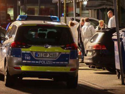 El presunto autor de los disparos ha sido hallado muerto en su casa junto al cadáver de su madre. La policía ha encontrado un panfleto racista y un vídeo
