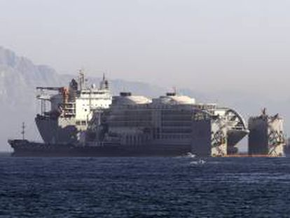 """Vista del """"macrohotel"""" flotante """"Sunborn"""", que se ha instalado ya en la zona de Ocean Village de Gibraltar, donde en próximas fechas abrirá y ofrecerá 200 puestos de trabajo."""