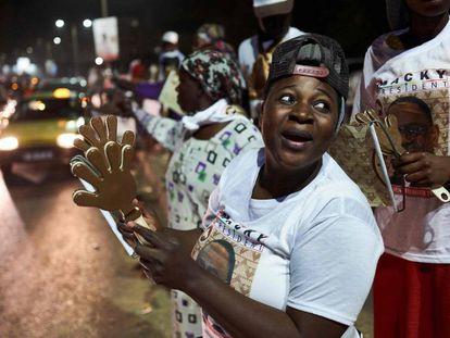Partidarios del presidente Macky Sall celebran los primeros resultados el pasado domingo.