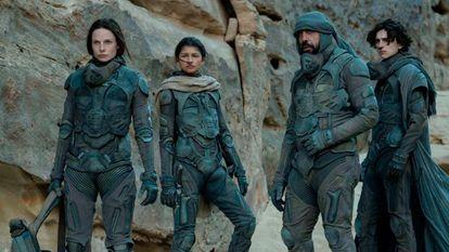 Rebecca Ferguson, Zendaya, Javier Bardem y Timothée Chalamet, en la nueva adaptación de 'Dune' (2021), donde se escuchan hasta cuatro lenguas inventadas.
