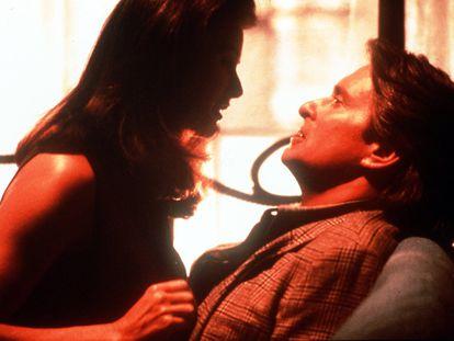 Demi Moore y Michael Douglas en una escena de 'Acoso'.