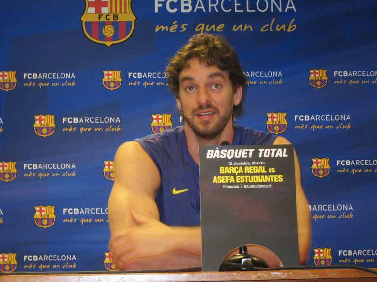 Pau Gasol, en una comparecencia en el Palau, en noviembre de 2011, tas un entrenamiento con el Barça.