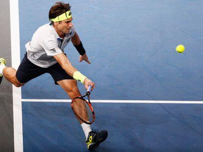 Ferrer devuelve la pelota contra Murray.