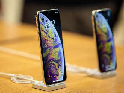 Un iPhone XS y un XS Max en una tienda de Apple en Londres.