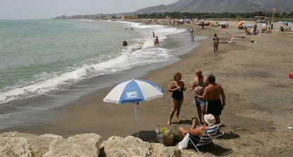Playa de Guadalmar, que delimita la parcela de Arraijanal.
