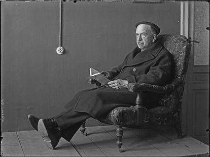El escritor Pío Baroja, en la imagen retratado por Vicente Moreno, es uno de los españoles que el periodista argentino Andrés Muñoz entrevistó en 1950.
