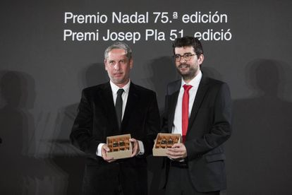 Guillermo Martínez, ganador del Nadal 2019 (izquierda) y Marc Artigau, que obtuvo el Josep Pla.