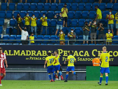 Los aficionados acceden al estadio en el Trofeo Ramón de Carranza entre el Cádiz y el Atlético de Madrid el pasado 4 de agosto