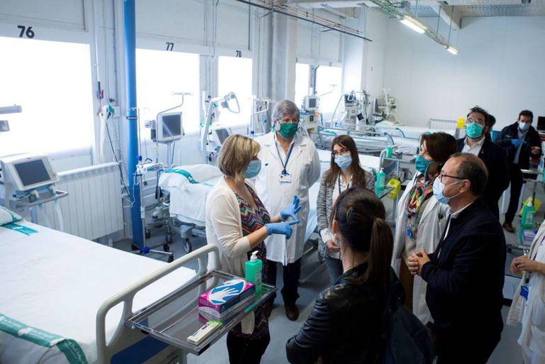 La consejera de Salut, Alba Vergés, en una visita a l'Hospital Parc Taulí de Sabadell.