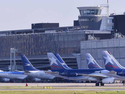 Aviones de Aerolíneas Argentinas en el aeropuerto Jorge Newbery de Buenos Aires.