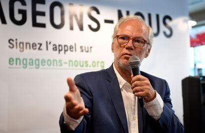 """El periodista Laurent Joffrin en el lanzamiento del movimiento """"Los comprometidos"""", este lunes en París."""