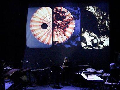 El grupo Neopercusión en un momento de la pieza musical 'Le scorpion', el viernes en El Matadero.