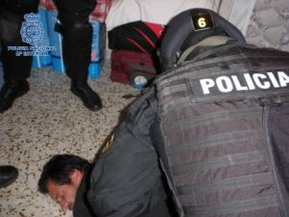 Momento de la detención del acusado del triple crimen de Don Benito.