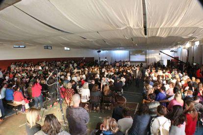 El gimnasio del polideportivo Néstor Kirchner se llenó con más de 1.000 personas.