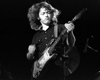 Rory Gallagher y su poderosa imagen en directo en 1974.