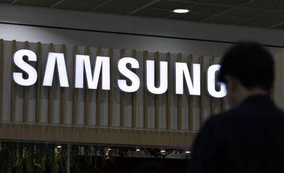 Un cartel de Samsung en una muestra de productos electrónicos en Seúl.