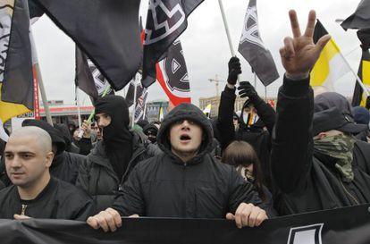 Ultranacionalistas participan en la Marcha Rusa en Moscú.
